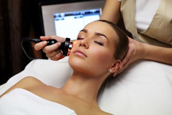 小顔になる方法は自分でできるものから美容治療まで様々!